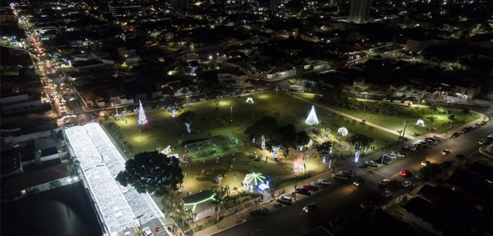 Prefeito Agenor Rezende inaugura iluminação e espírito do Natal toma conta das ruas de Mineiros